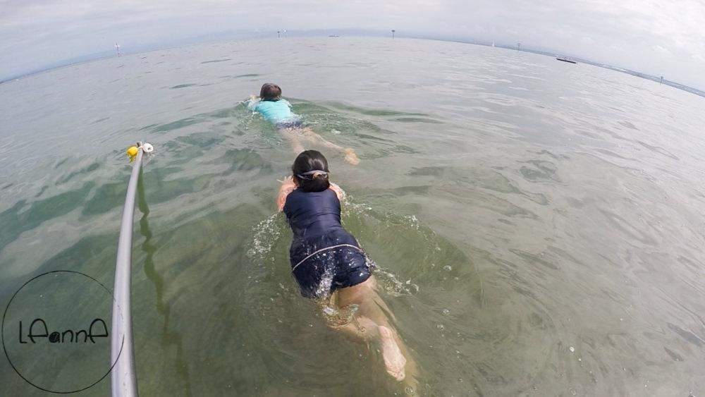 [德國波登湖親子一日行程]Aquastaad 海中游泳與室內泳池十分消暑 還有超大草坪和兒童遊戲場 小孩放風一整天最佳去處